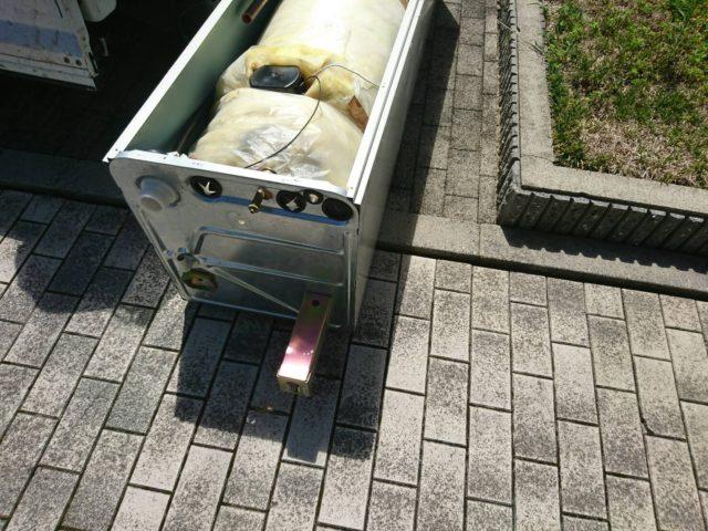 電気温水器本体の脚切断