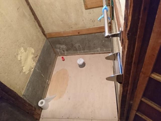 和式トイレ解体後床下地まで