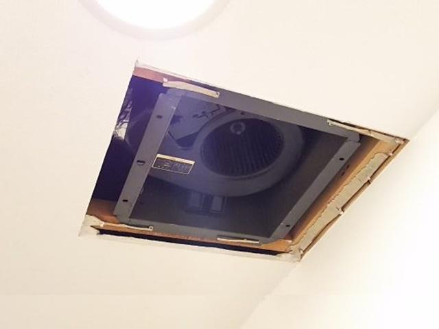 天井に埋まっています