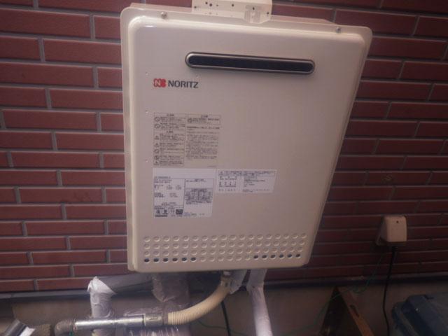 鈴鹿市給湯器工事  GT-2450SAWX-2給湯器据置から壁掛け工事